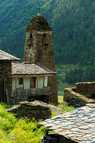 tusheti dartlo kakheti georgia stone tower defensive caucasus mountains village settlement old house balcony