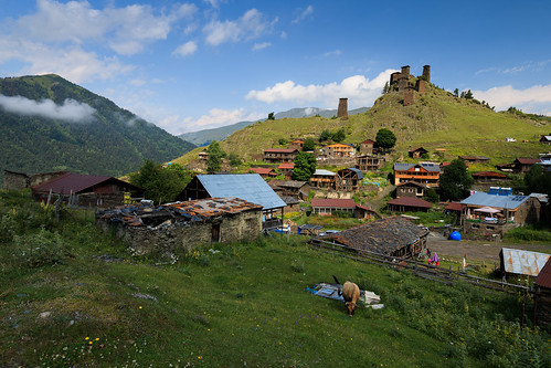 tusheti zemoomalo kakheti georgia omalo village defensive tower fort fortification valley caucasus mountains settlement rural
