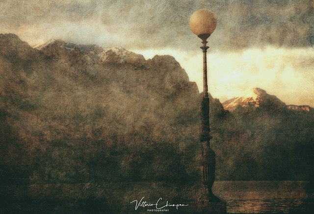 The lamppost on the lake