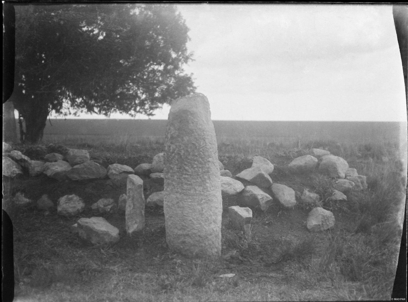 07. Памятник на могиле