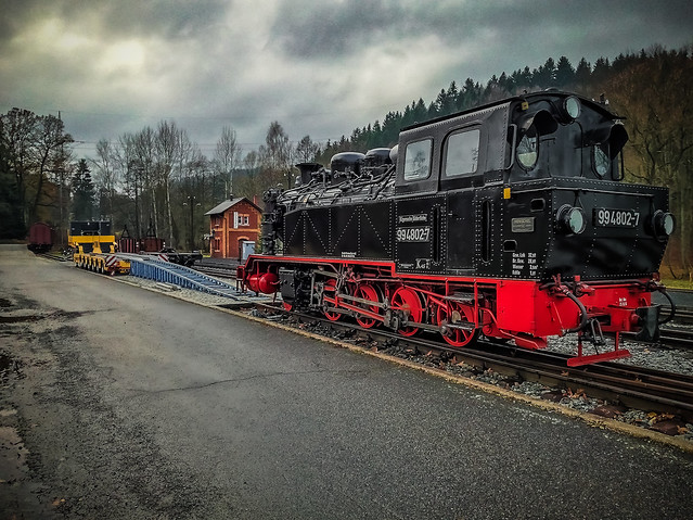 loading ramp to load a steam locomotive on a long vehicle trailer