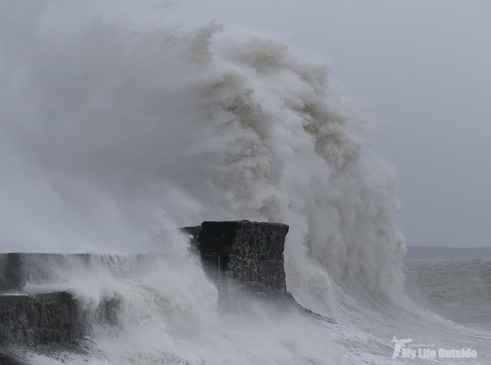 P1230391 - Storm Dennis, Porthcawl
