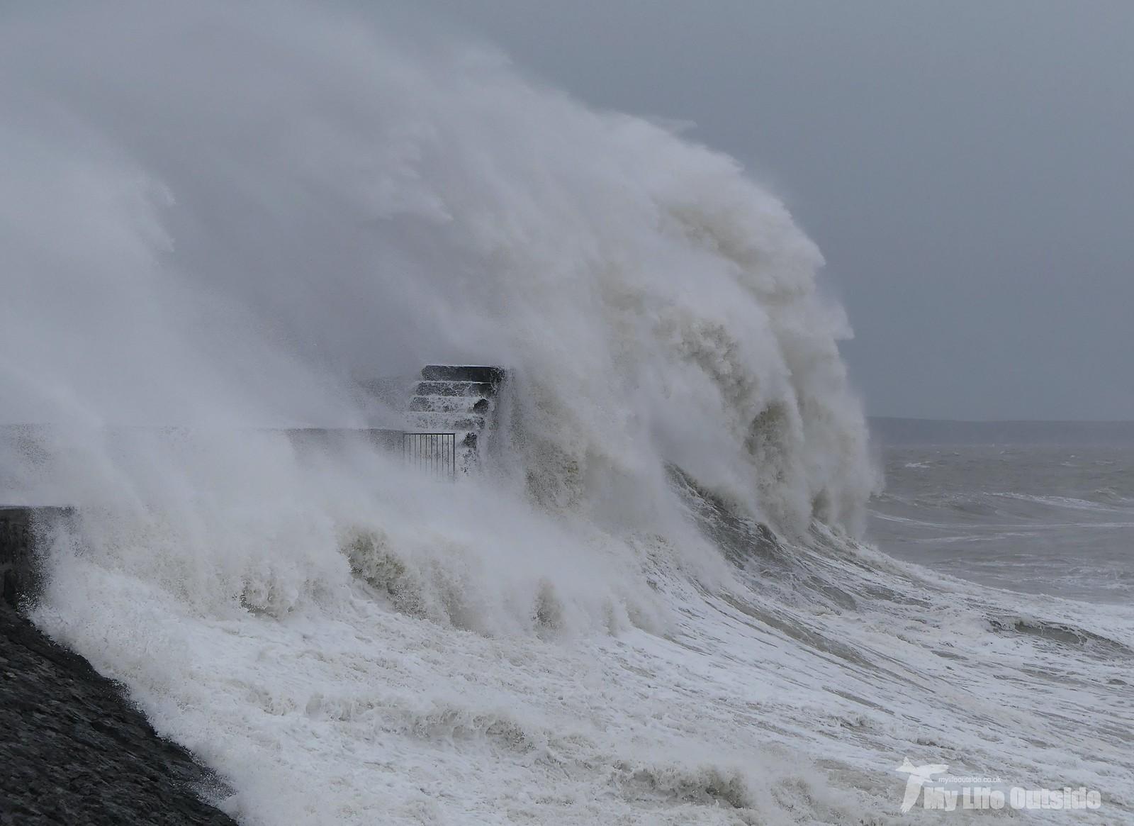 P1230371 - Storm Dennis, Porthcawl
