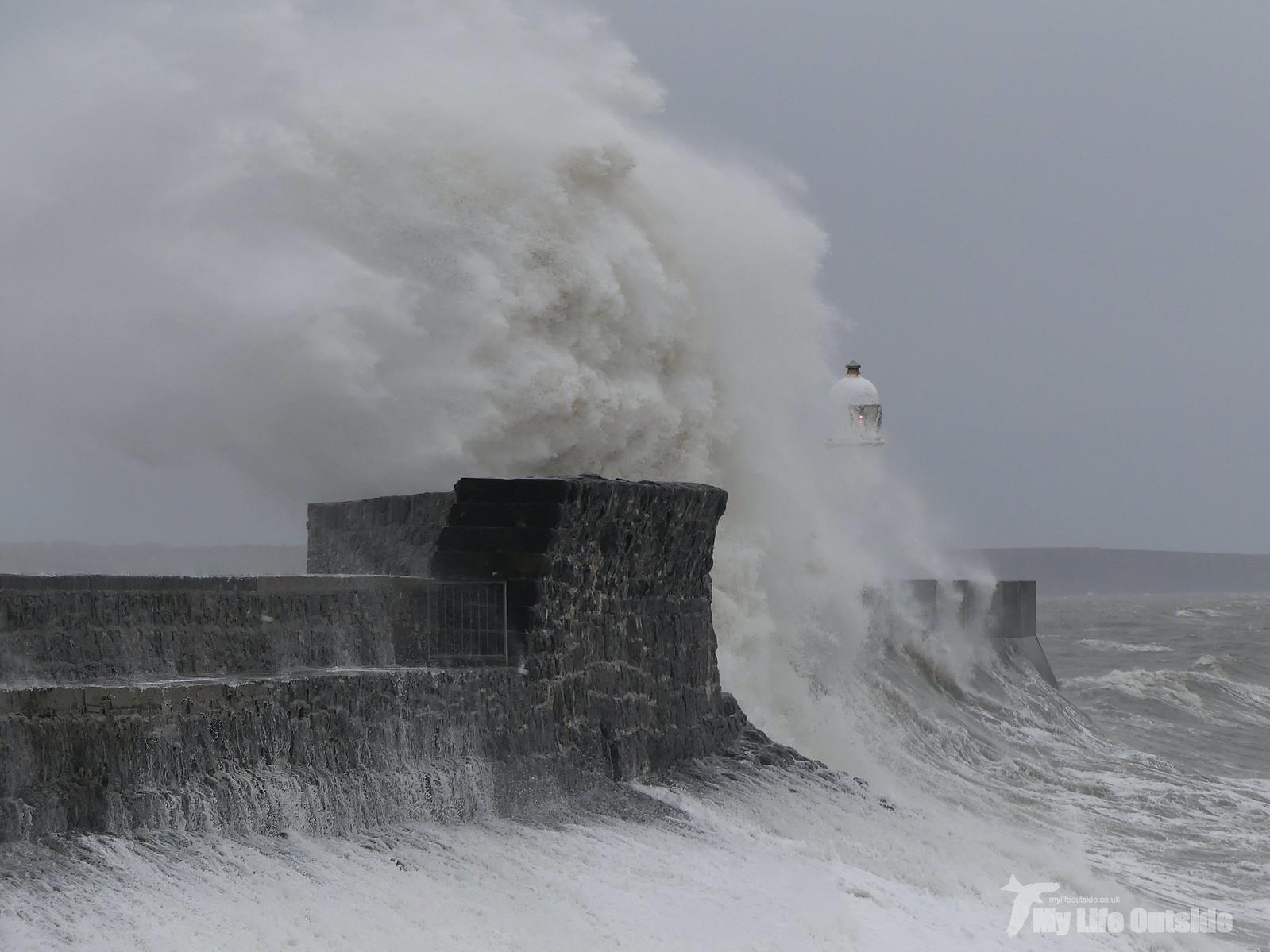 P1230358 - Storm Dennis, Porthcawl