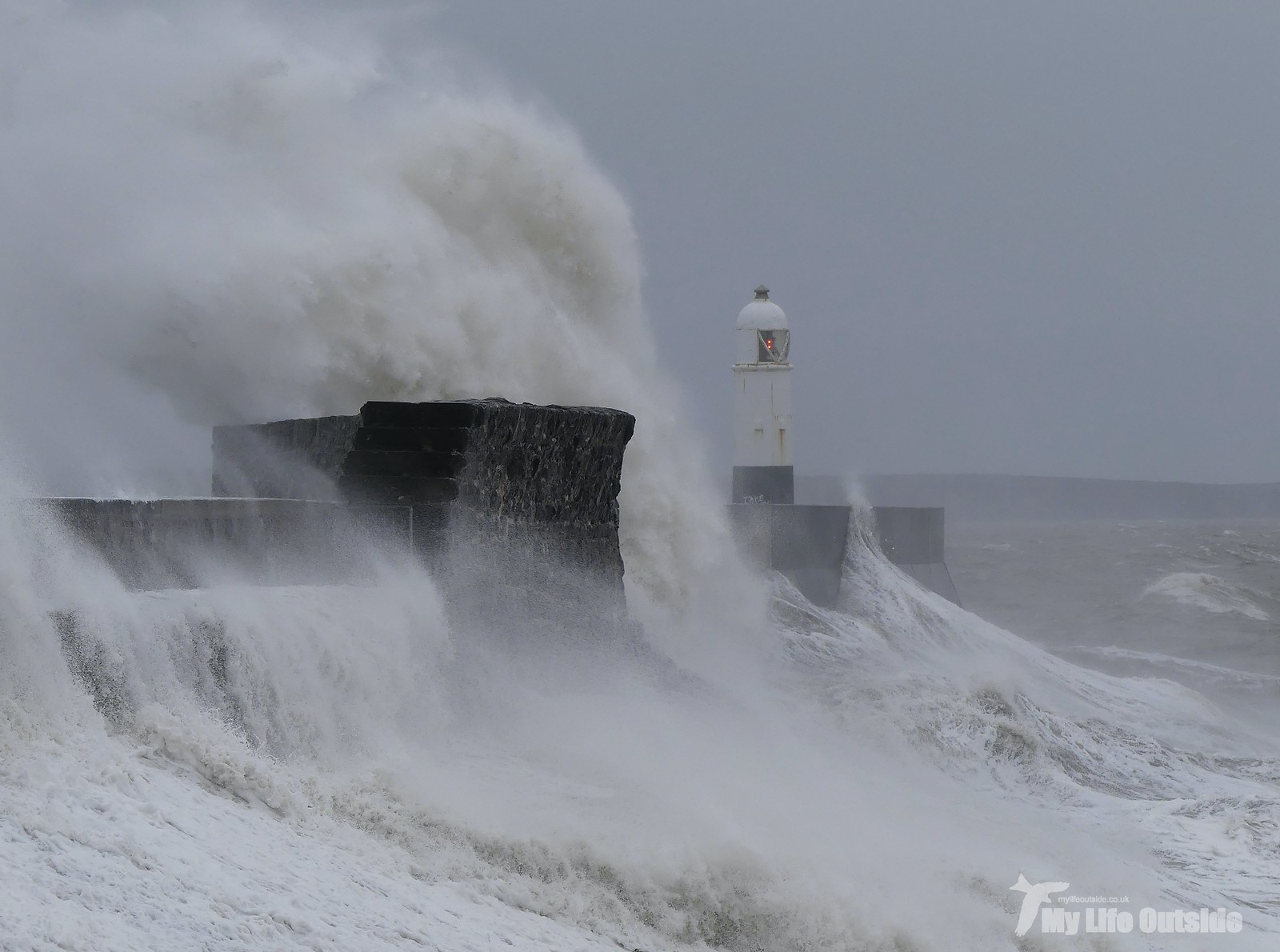 P1230356 - Storm Dennis, Porthcawl