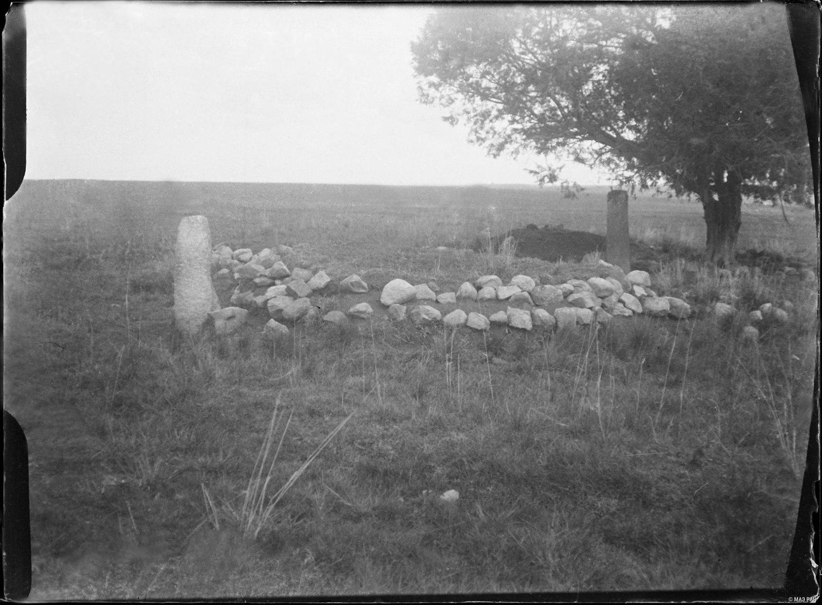 06. Могила с памятником с близкого расстояния