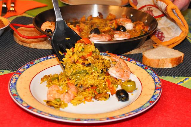 Februar 2020 ... Paella - Reispfanne mit Gemüse und Meeresfrüchten ... Brigitte Stolle