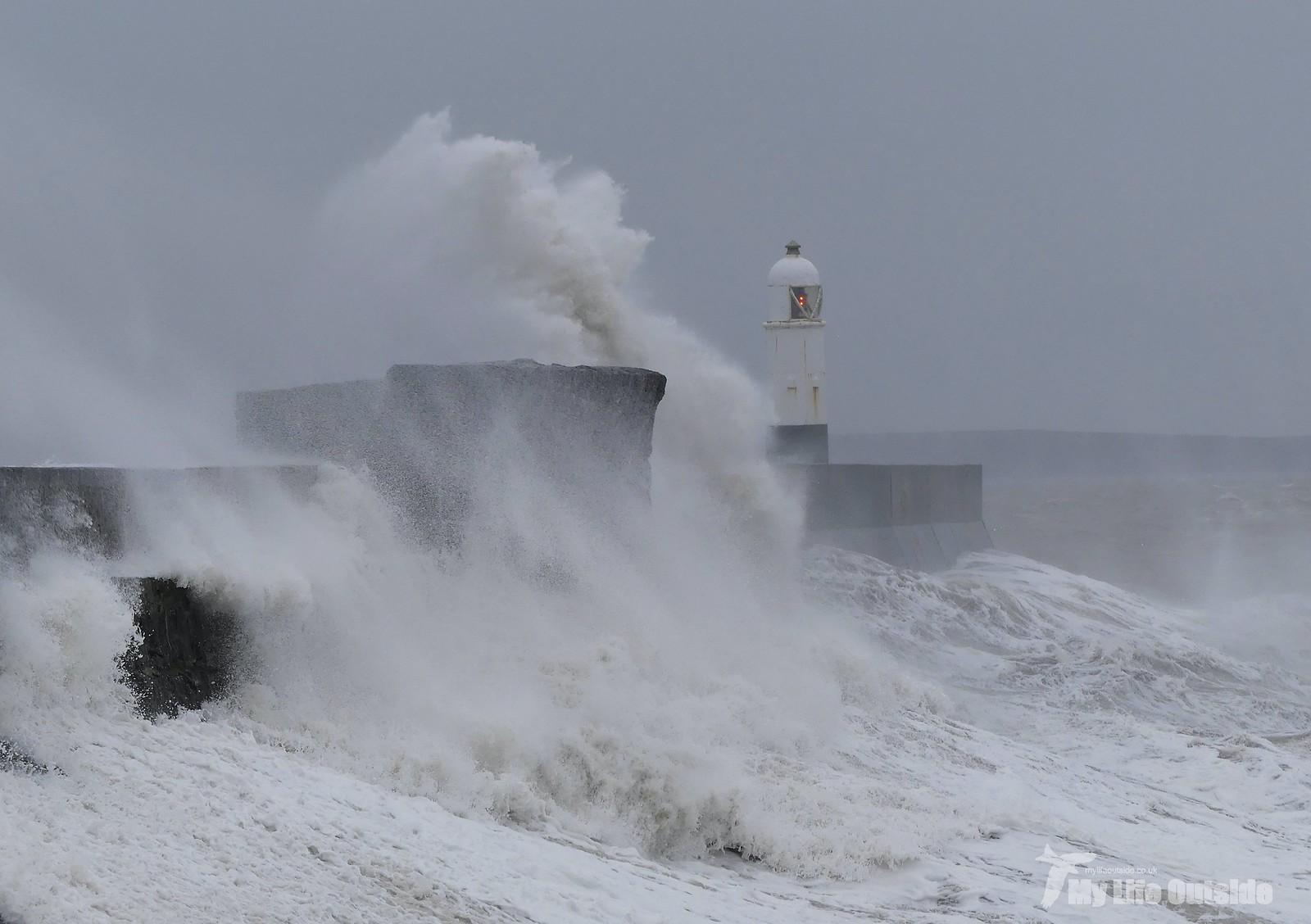 P1230355 - Storm Dennis, Porthcawl