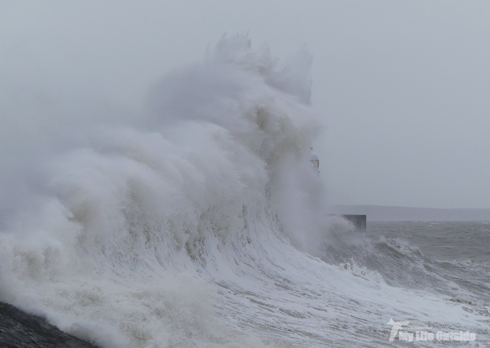 P1230423 - Storm Dennis, Porthcawl