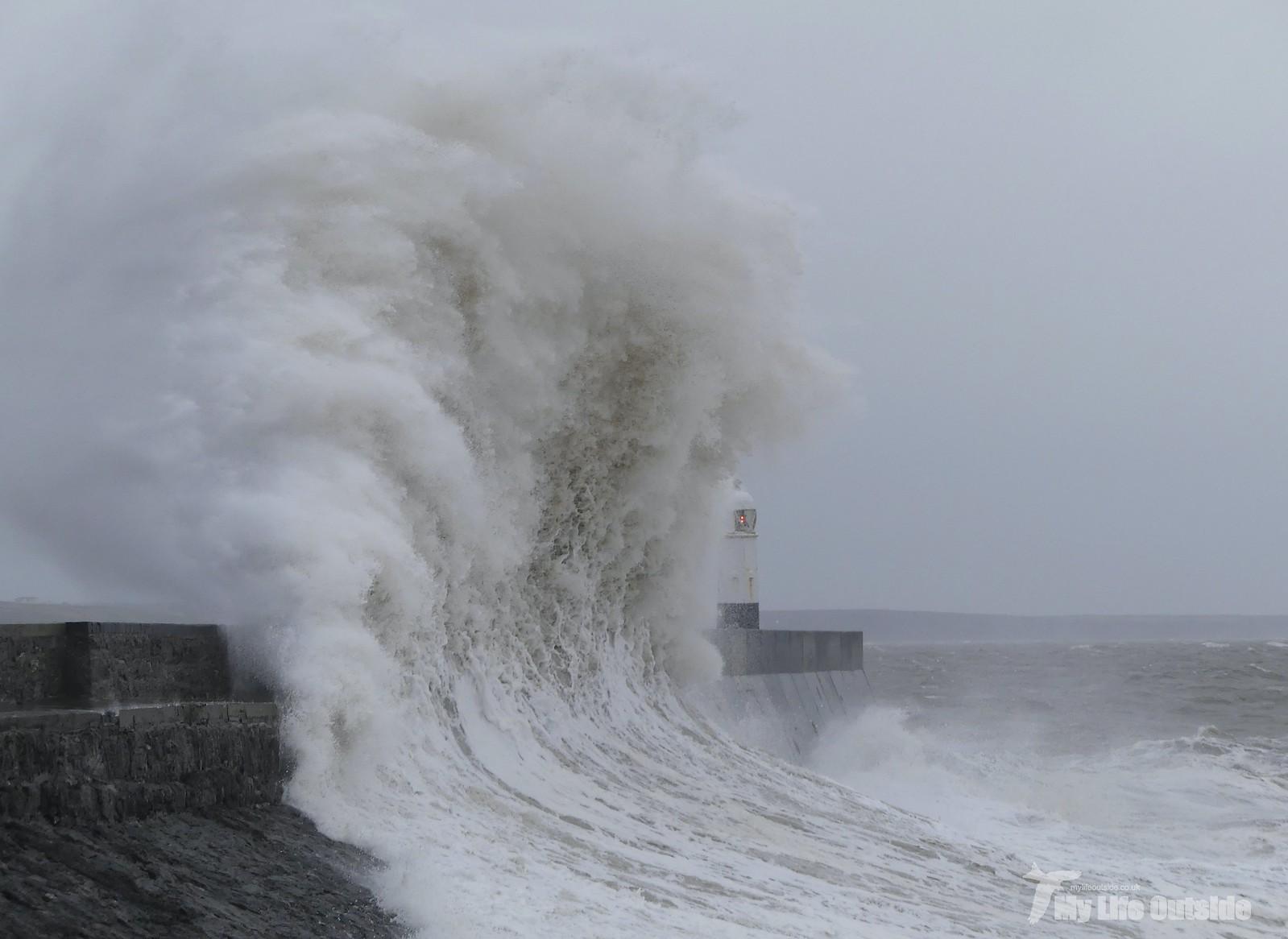 P1230395 - Storm Dennis, Porthcawl