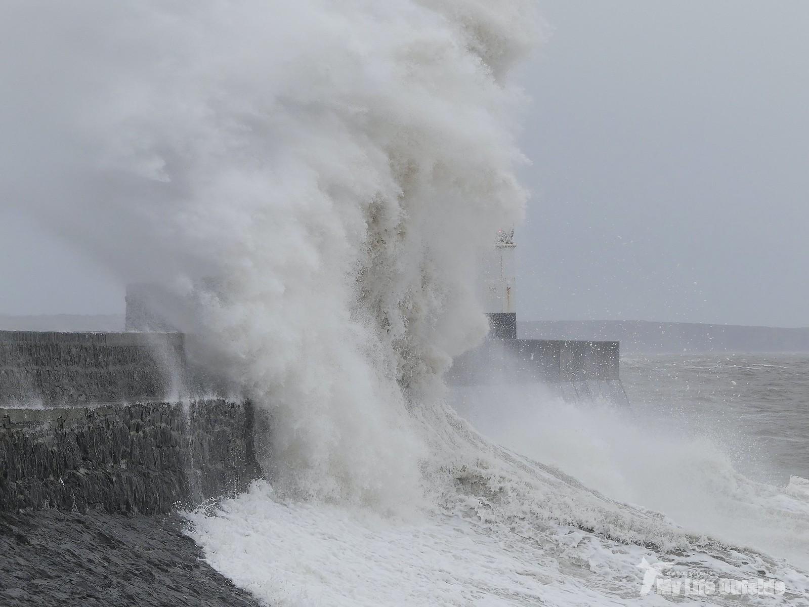 P1230384 - Storm Dennis, Porthcawl