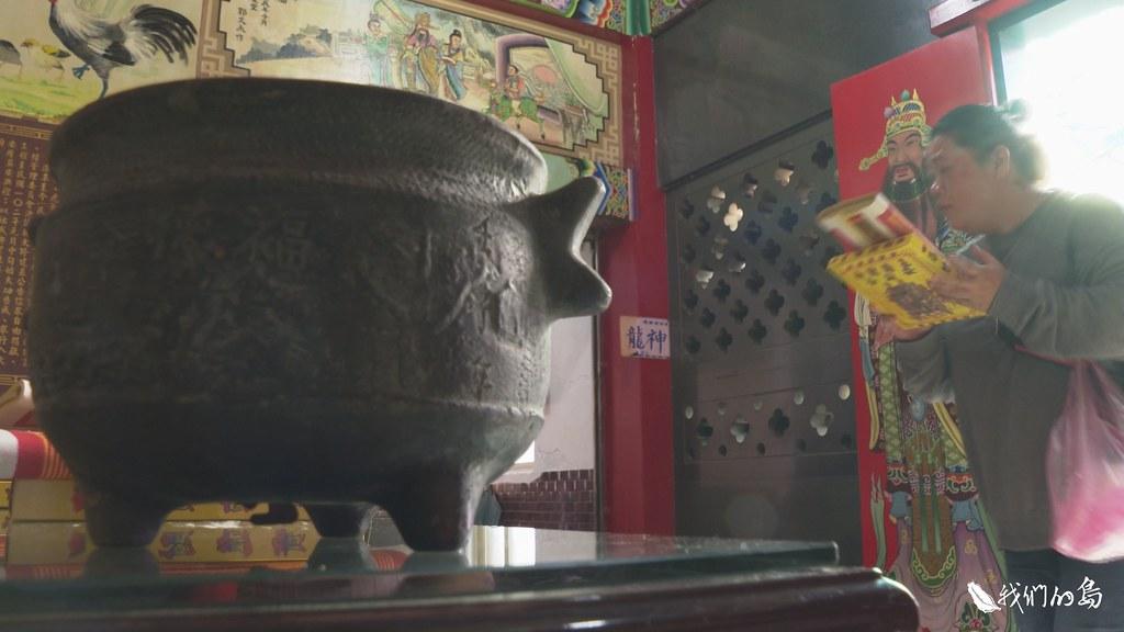 這座擺放在社頭福德宮裡的人耳香爐,就是170年前,巴賽人的作品。