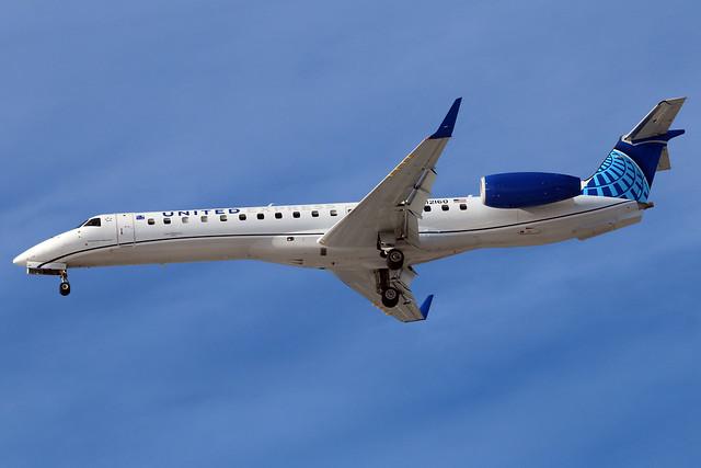 N12160 United Express ERJ-145XR at KCLE