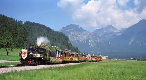 Dampflok/Stoomloc/Steam engine Zillertalbahn + Blumenzug/bloementrein/Flower train - Strass im Ziller  14 Juli '96