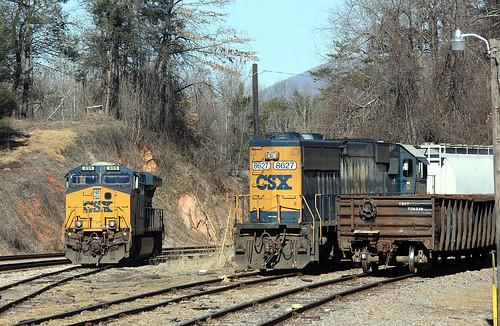 CSX ES44AC-H 899 and ex-C&O SD50 8627 at Marion, NC on January 7, 2013