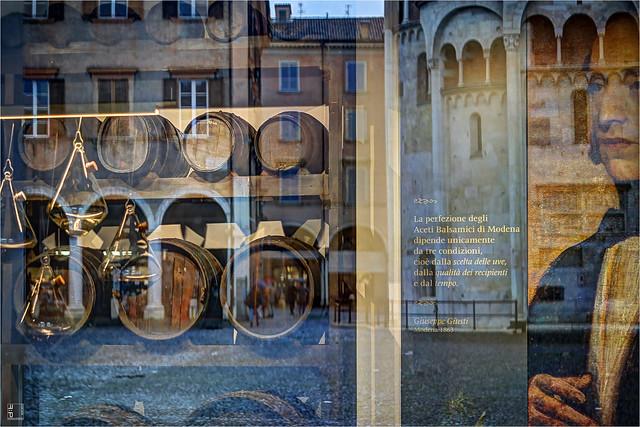 #457 Modena, vetrina Giusti, Piazza Grande