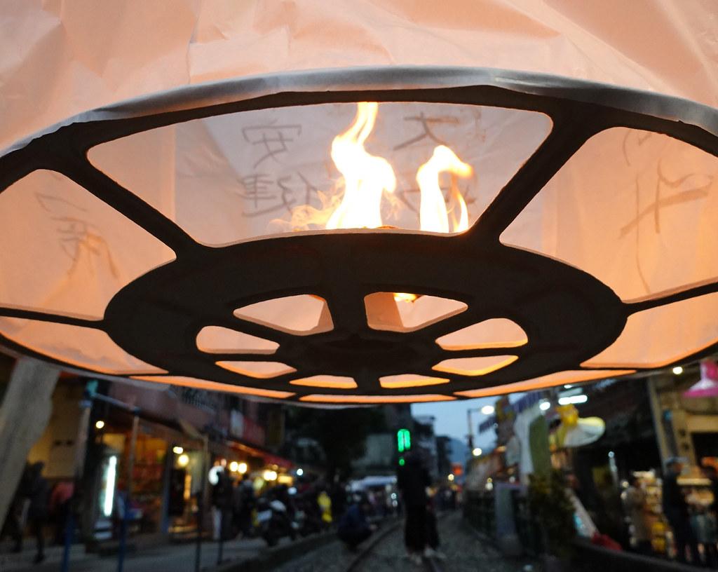 新北市觀光局今年首次和文化銀行合作,施放永續天燈。孫文臨攝。
