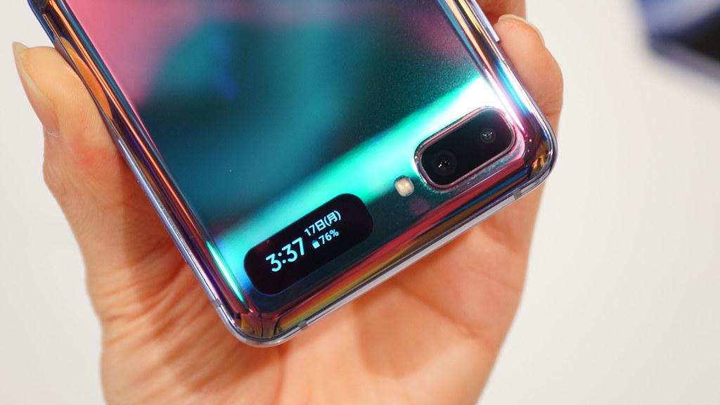 Galaxy Z Flipシリーズのカバーディスプレイ