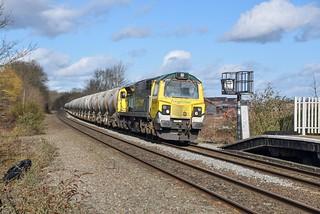 70011 brings 6G65 into Tamworth