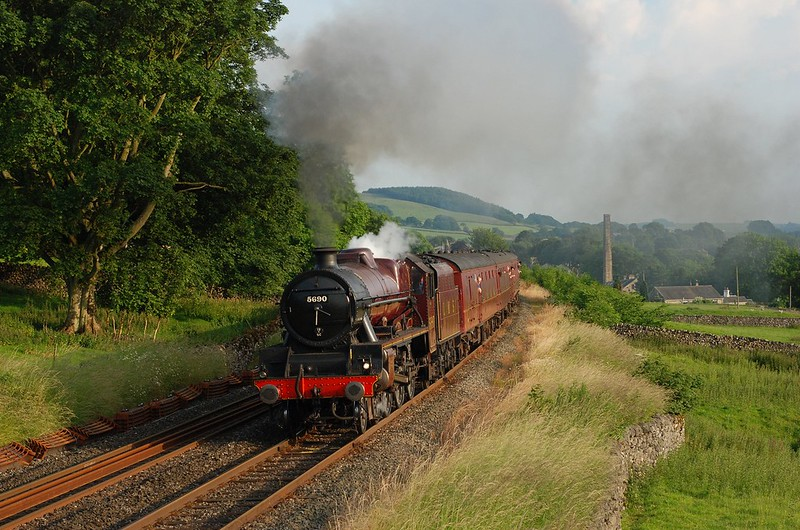 5690 with a northbound trip on 27/6/2009,taken from the footbridge.This was an unusual Settle-Carlisle working organised by the Worth Valley Railway and running just to Blea Moor with the  rear-gunner 37 bringing the train back Copyright David Price No unauthorised use