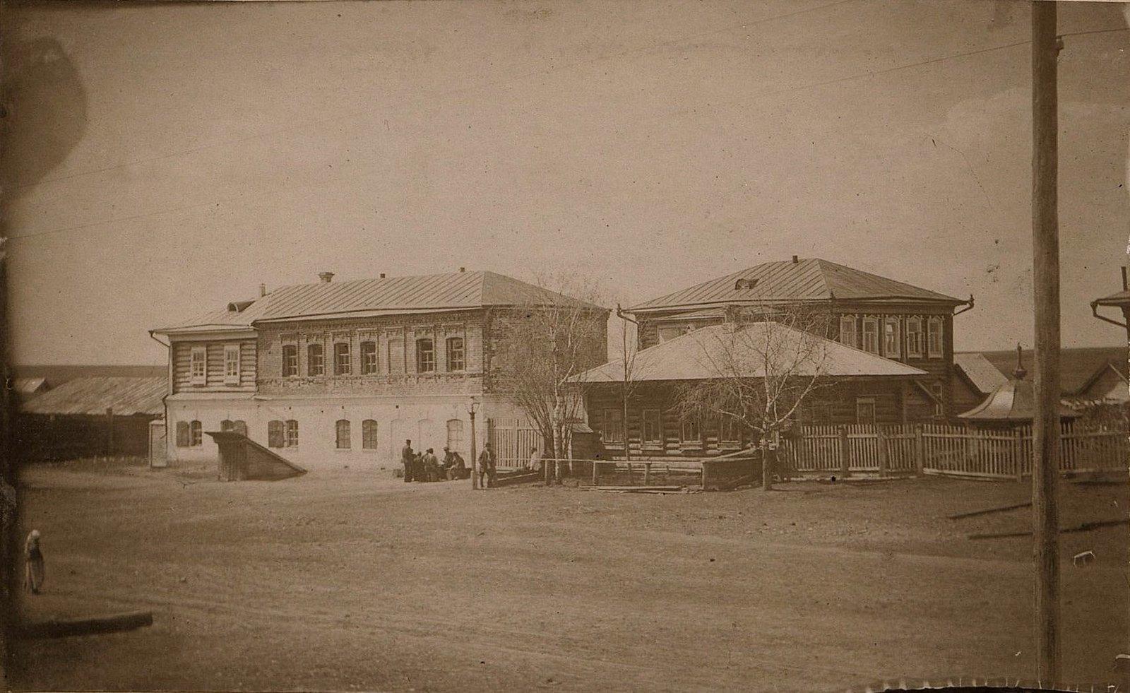 24. Кладовая, сторожка и главная контора завода Завьялова. 1890-е