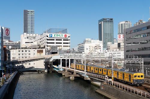 Sagami Railway MoYa 700 approaching Yokohama