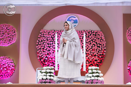 Her Holiness's Arrival