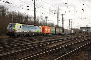 475 410 BLS Cargo  door Keulen-Gremberg met een WETRON-JAN DE RIJK shuttle.