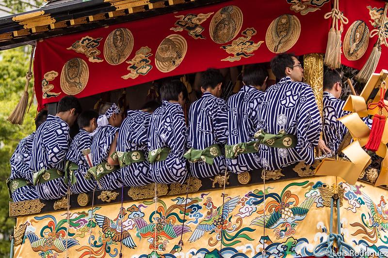 Músicos y detalles de la carroza Iwato Yama