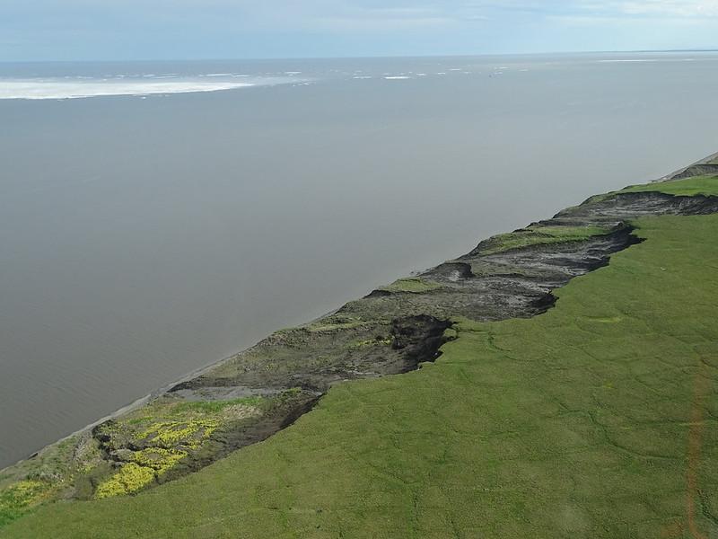 Eroding permafrost coastline on Herschel Island (Nunataryuk project)