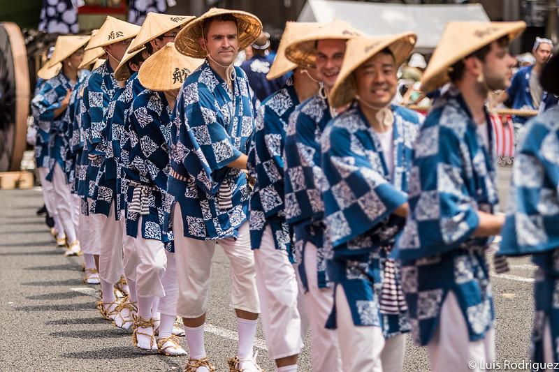 Extranjeros participando en el Gion Matsuri