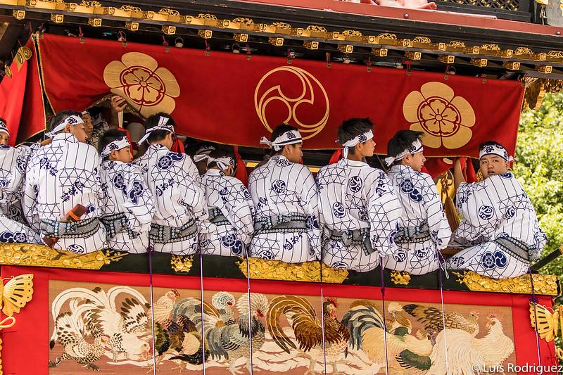 Músicos en una carroza durante el desfile