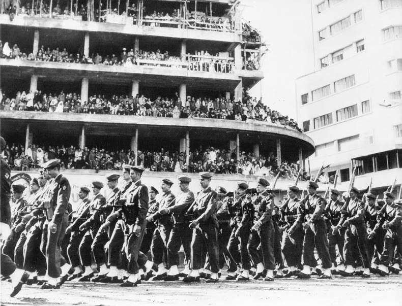 Defilé des FAR à Casablanca le 18 novembre 1956 49549298456_1c0688401a_c