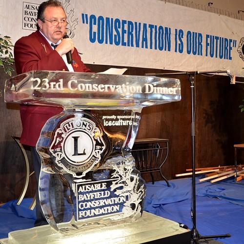 7_Lion_Paul_Anstett_at_Ice_Podium_Conservation_Dinner_File_NR