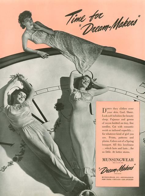 Munsingwear, 1942