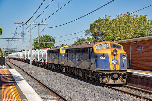 Bulldogs on QUBE Dandenong Cement Freight at Oakleigh on 17/2/2020.