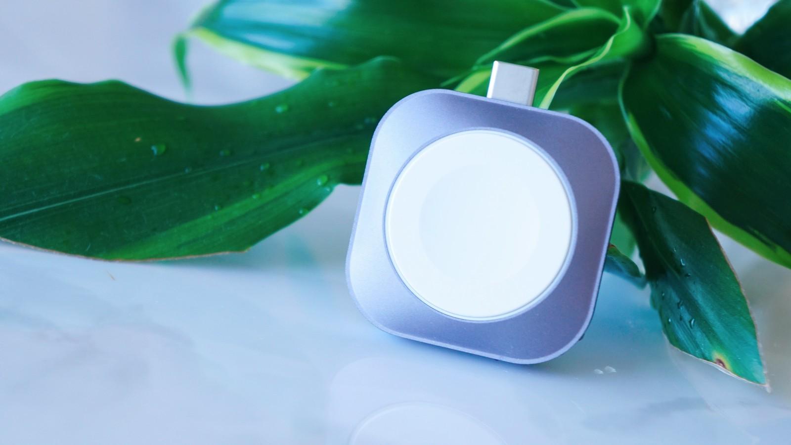 手のひらサイズで携帯しやすいApple Watch充電ドック