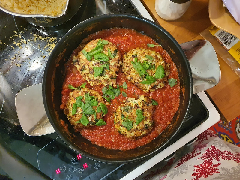 Cod cakes in tomato souce