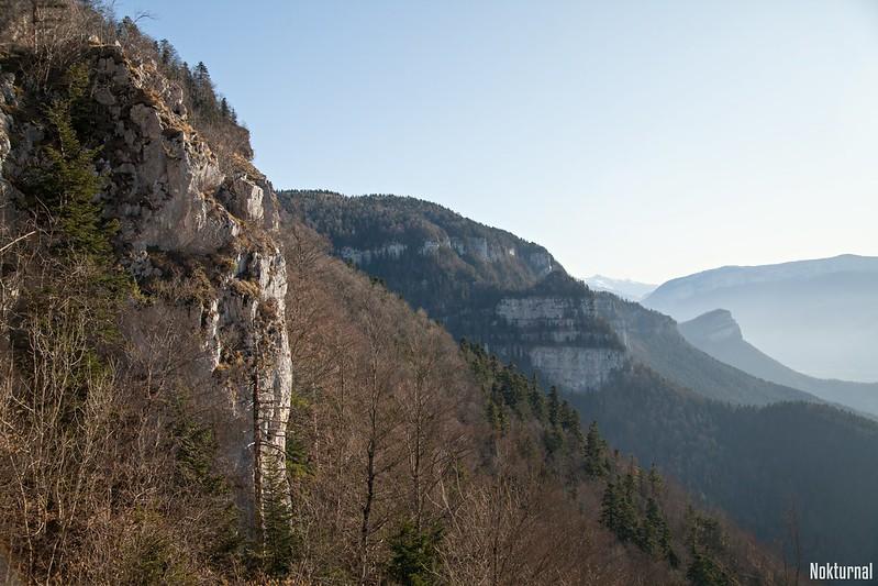 Vue sur le rocher du Coq, les rochers de l'Aronde et le Vercors