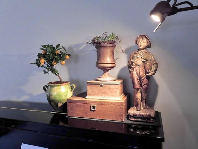 Piano beeldje kistjes kruik Franse vaas