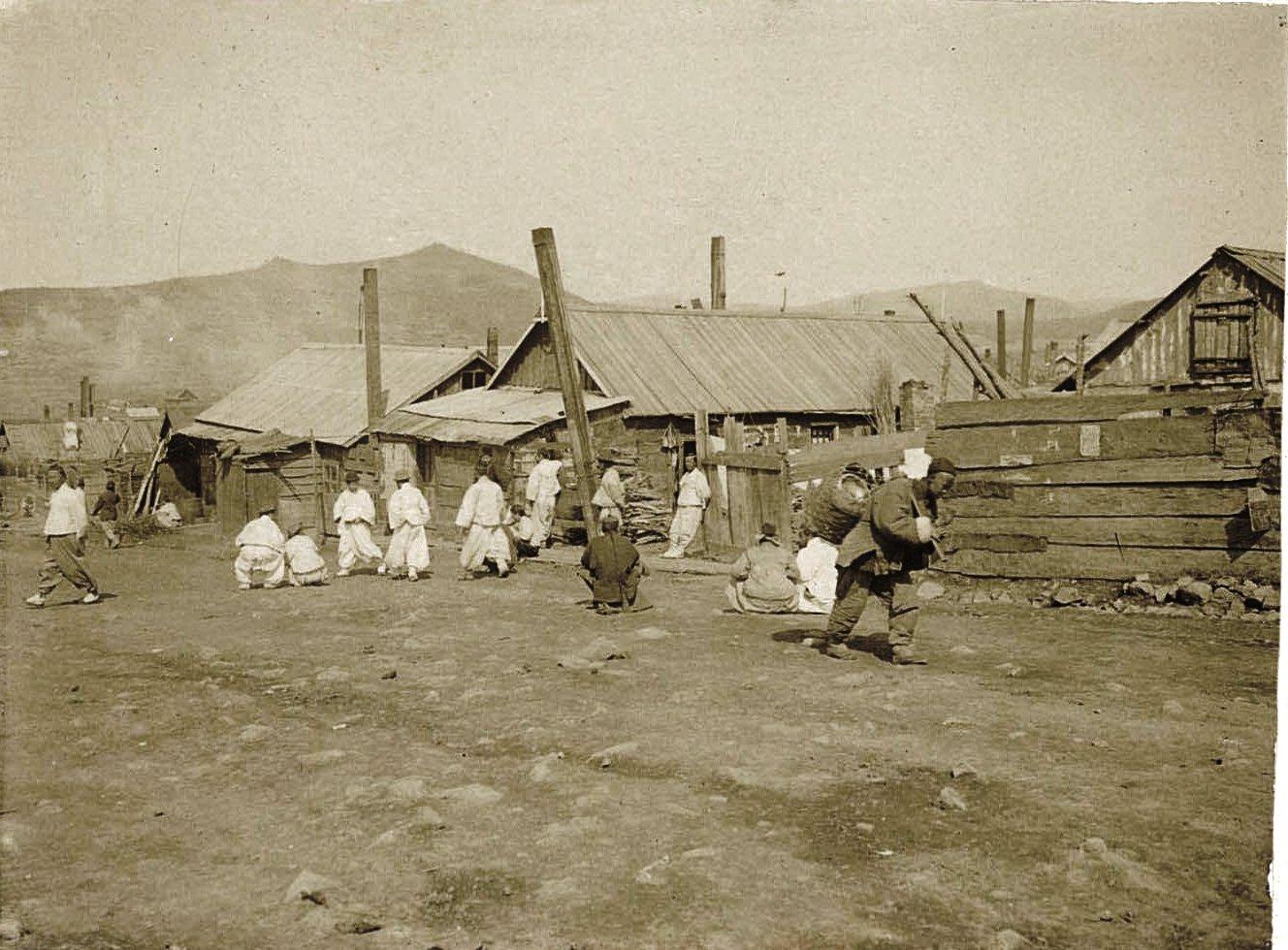 На сельской улице. 1901