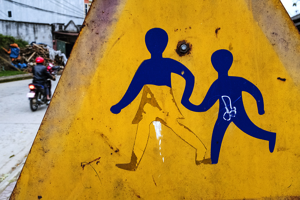 Obscene drawing on road sign--Si Ma Cai