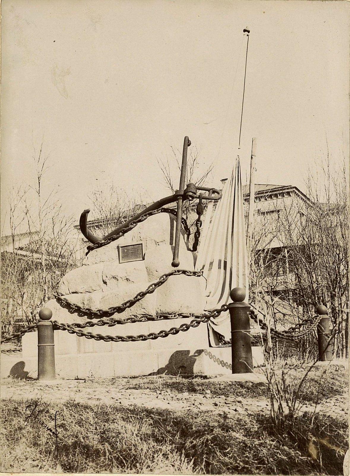 Владивосток. Памятник экипажу шхуны Крейсерок