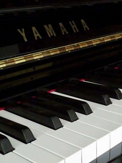 Zwarte Yamaha piano