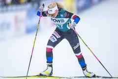 Na Ski Tour oba Češi na bodech! Ve sprintu do sjezdovky byla Janatová 21. a Novák 25.