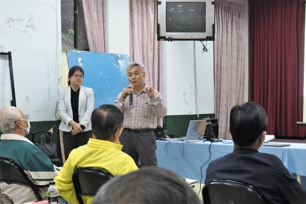台糖公司在萬巒鄉公所舉辦說明會,表示營農型綠能是要讓台糖農地恢復農用。攝影:李育琴