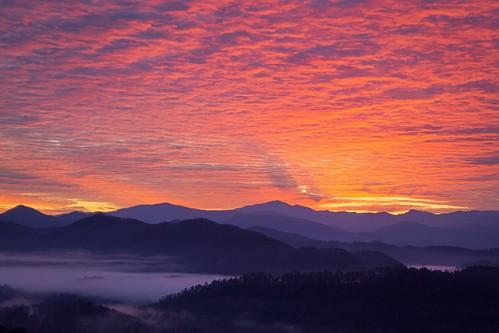 danandhollythompson danandhollycom greatsmokymountainsnationalpark gsmnp mountain sunrise pink purple orange yellow shadows clouds sky