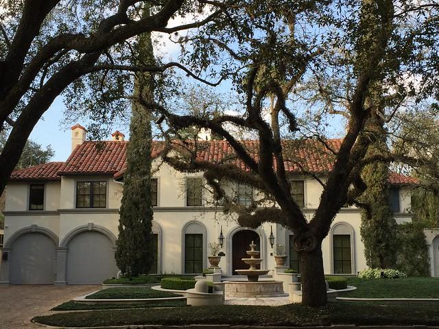 A fancy home in the Boulevard Oaks, Houston morning