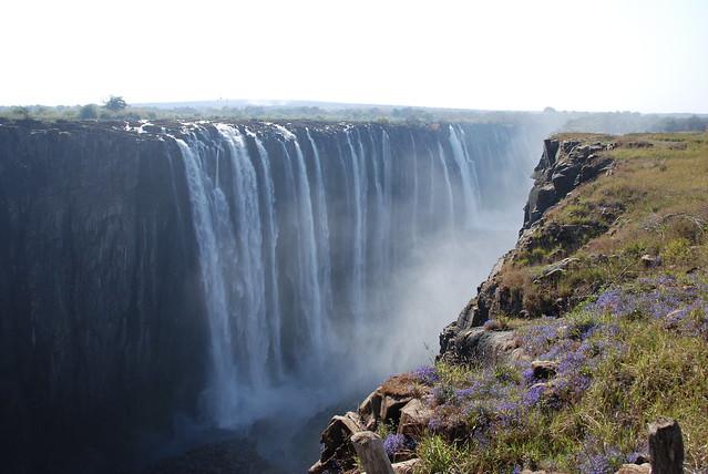 Le cascate - vista dalla sponda opposta