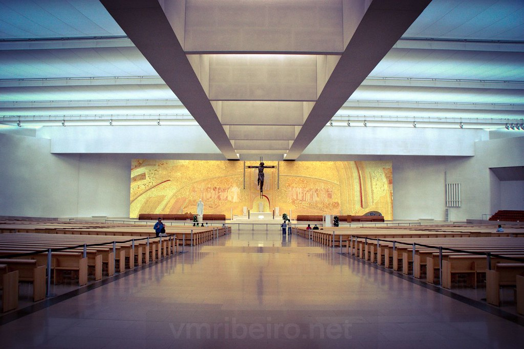 Interior da Basílica da Santíssima Trindade